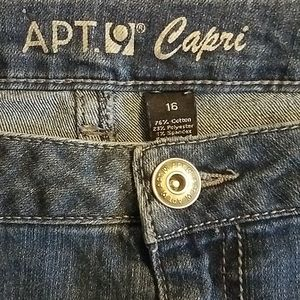 APT. 9  Woman's Demin Glitter Capri Size 16